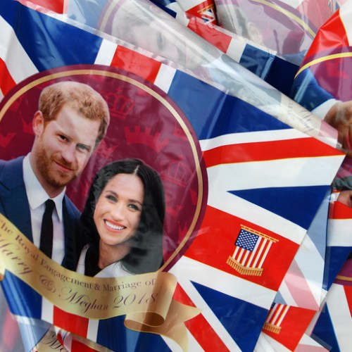 People gather in Windsor in anticipation of 'Baby Sussex'