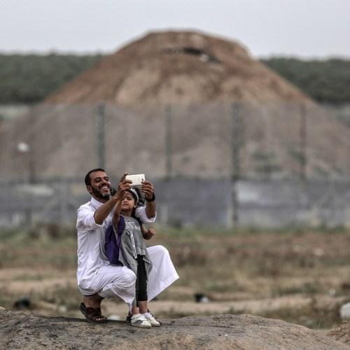 Photo Story – Selfie at War