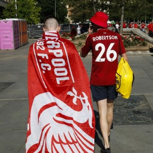 epa07617054 Liverpool soccer fans gather at Felipe II square in Madrid, Spain, 01 June 2019. A fan zone has been placed at the square for Liverpool fans to gather before heading to the Wanda Metropolitano Stadium to attend the 2019 Champions League Final between Liverpool and Tottenham. EPA-EFE/Paco Campos