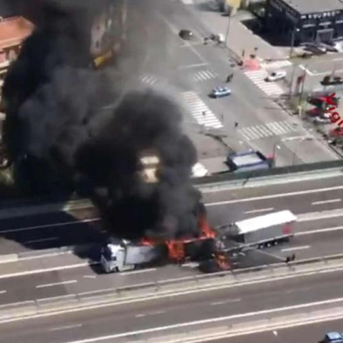 One driver dead, one injured after three heavy trucks crashed in Bologna, Italy (Video)