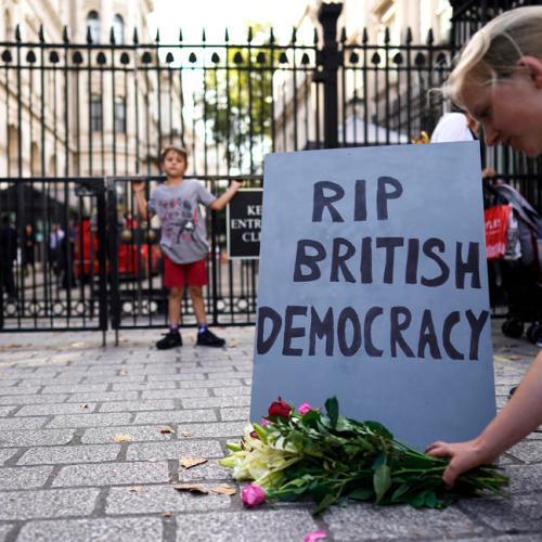 Queen Elizabeth approves Johnson's request to suspend parliament