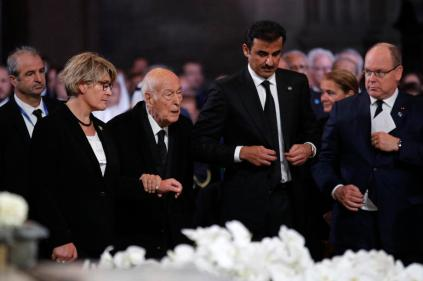 Former French President Valery Giscard d'Estaing arrives as Qatar's Emir Sheikh Tamim bin Hamad Al-Thani (2-R) and Prince Albert of Monaco (R) look on before French President Jacques Chirac's final service at Saint Sulpice church, in Paris, France. EPA-EFE/FRANCOIS MORI