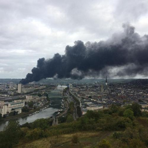 French factory fire could pollute Seine river
