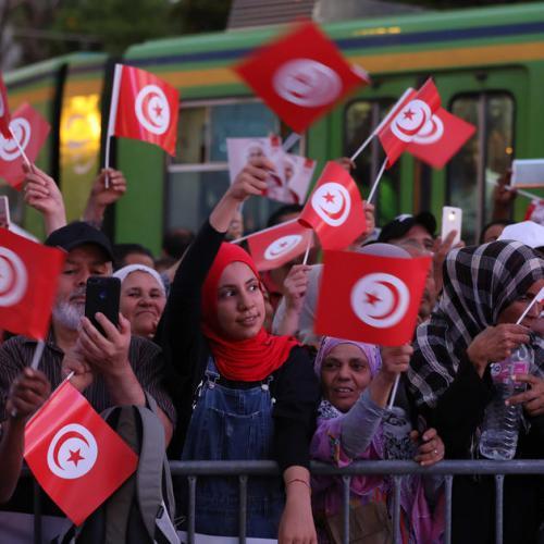 Tunisians go to the polls in unpredictable election