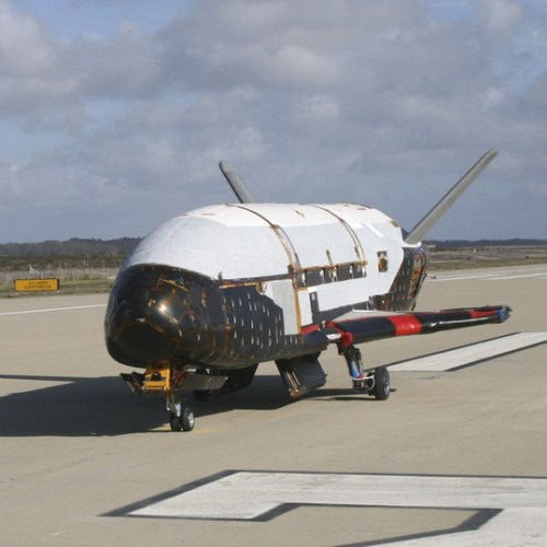 Secretive U.S. military space plane lands in Florida after record-long orbital flight