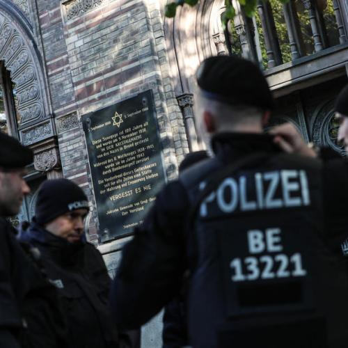 Questions raised over police protection for German synagogue