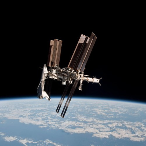 International Space Station air leak in above-normal volumes