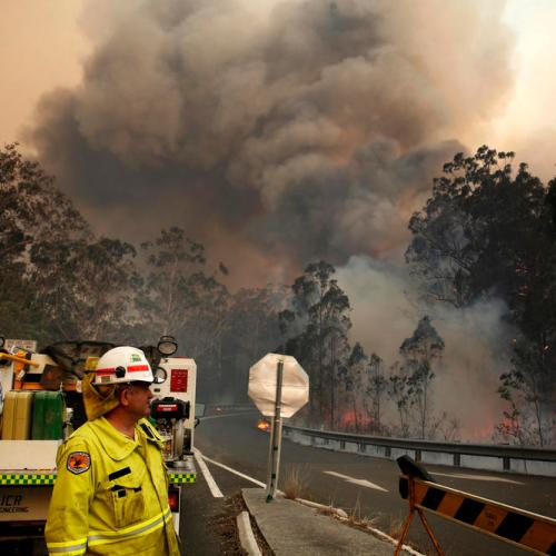 Death toll rises in Australian bushfires, authorities alarmed at scale of fires
