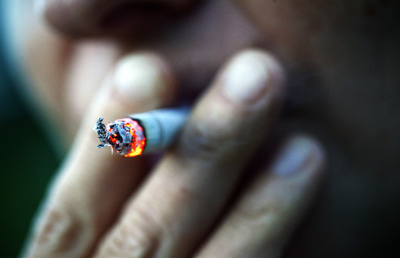 Smokers face greater risk to end up in hospital with Covid-19, research finds