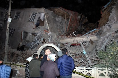 epa08160704 People waiting in front of the collapsed building after an earthquake hit Elazig, Turkey, 24 January 2020. According to reports, four people have died and several are injured after 6.7 magnitude earthquake hit Turkey, also affecting parts of Syria, Georgia and Armenia. EPA-EFE/STR