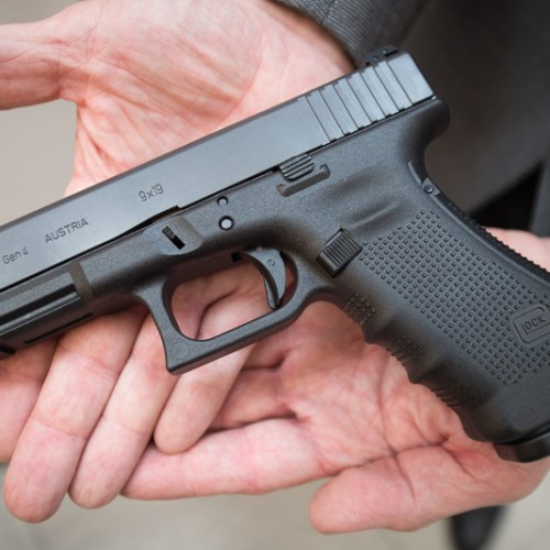 David Cameron's bodyguard forgets gun on BA plane