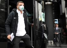 epa08249410 Players and staff of the Bulgarian soccer team PFC Ludogorets Razgrad wear medical face masks as they arrive at their hotel in Milan, Italy, 26 February 2020. Ludogorets will play against Inter Milan in the second leg of their UEFA Europa League Round of 32 match. Inter snatched a 0-2 away win in the first leg played in Bulgaria on 20 February 2020. EPA-EFE/MATTEO BAZZI