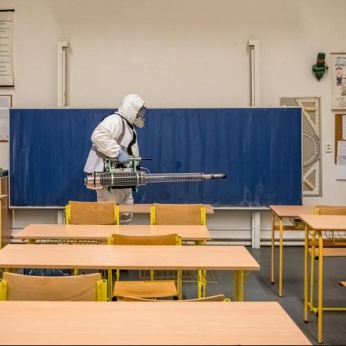 Czech Republic closes all schools