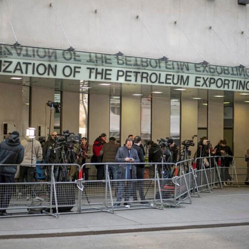 OPEC calls for big oil production cut