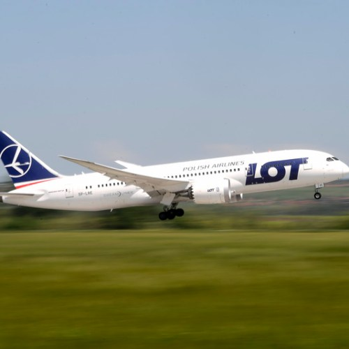 EU clears 650 million euros to support Polish airline LOT