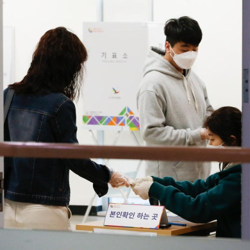 South Koreans vote in national elections amid virus fears