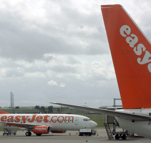 EasyJet, planning for smaller market, pushes back new aircraft to 2025
