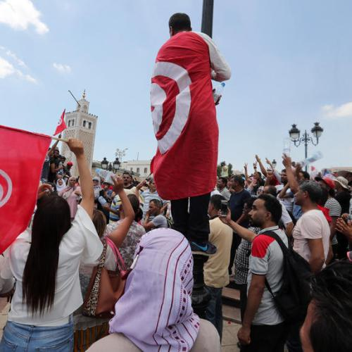 Tunisia protesters close main oil pumping station in the south