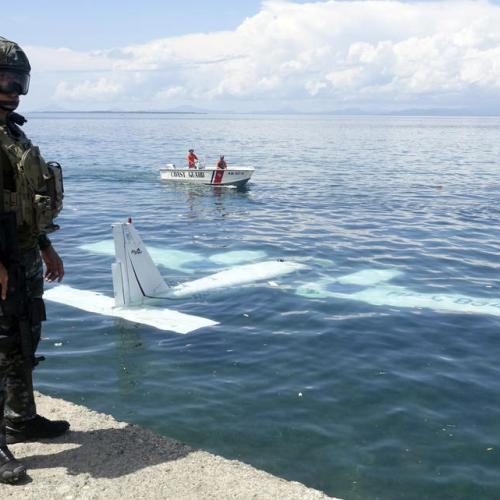 Photo Story: Plane salvaged after crashing into the sea in the Philippines