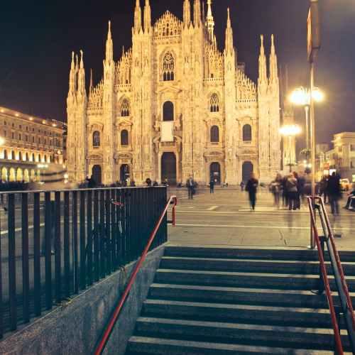 Italian banks' lending to businesses jumps in June, deposits grow
