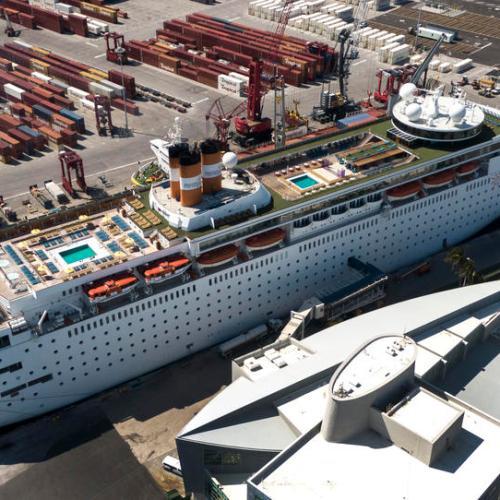 U.S. cruise operators suspend voyages until Oct. 31