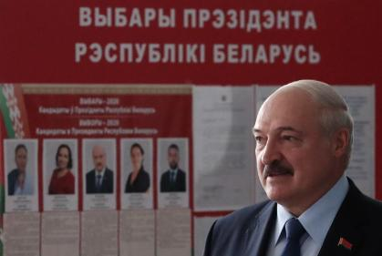 epa08592929 Belarusian President Alexander Lukashenko arrives to a polling station during the presidential elections in Minsk, Belarus, 09 August 2020. Five candidates are contesting for the presidential seat, including the incumbent president Alexander Lukashenko. EPA-EFE/TATYANA ZENKOVICH