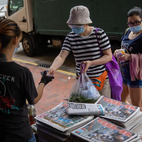 Hong Kongers purchase Apple Daily in masses after Chinese Govt arrests owners