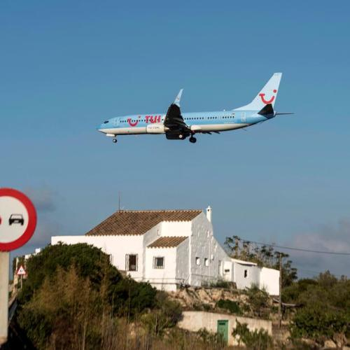Tui starts investigation into flight from Greece full of 'Selfish covidiots and inept crew'