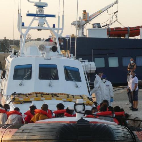 Lampedusa sees 14 migrant landings in one day