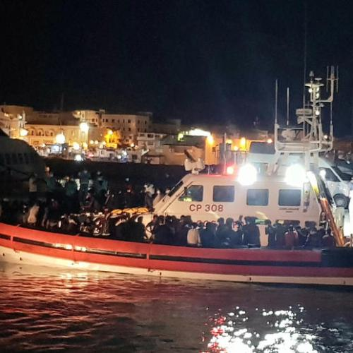 70 migrants rescued at sea by a patrol boat in Lampedusa