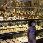 Gold climbs as Fed chief stays dovish, dollar softens