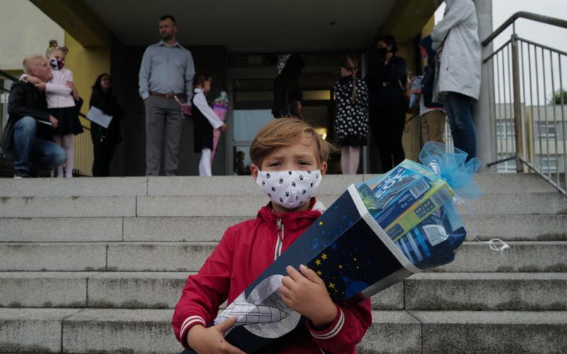 Poland mulls restrictions amid record daily rises in COVID-19 cases