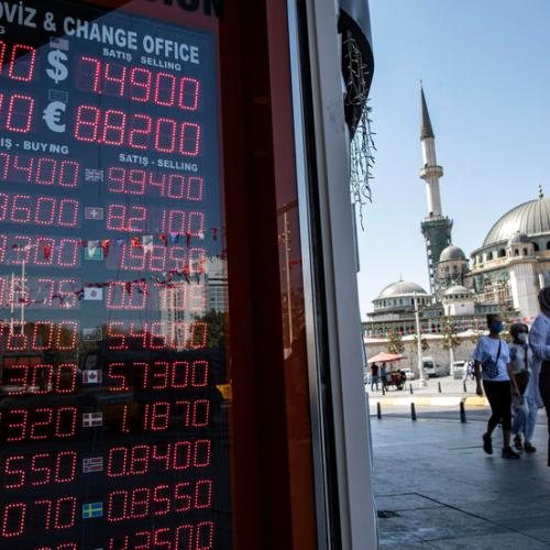Moody's cuts Turkey's rating on risk of balance of payment crisis