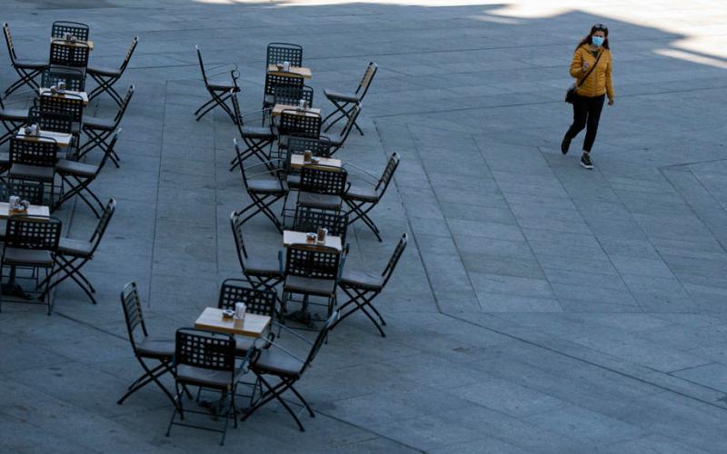 Bulgaria shuts high schools, nightclubs as COVID cases surge