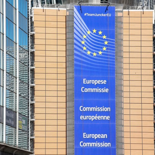 Vaccines: contract between European Commission and AstraZeneca is published