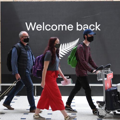 Families reunite as Australia-New Zealand 'travel bubble' begins