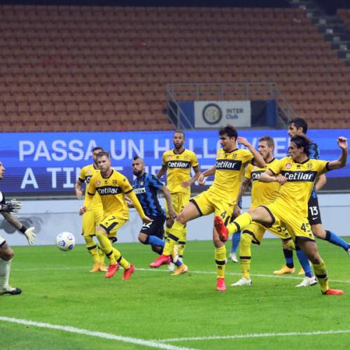 Atalanta second through Muriel's brace, Inter held at home by Parma