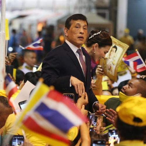 Thai king calls for unity after protesters turn back on motorcade