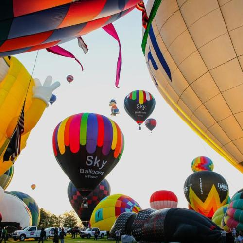 Photo Story – Hot air balloons colour the sky of central Mexico