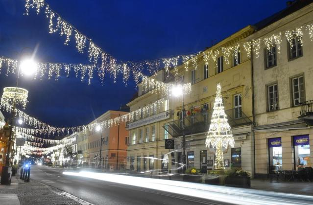 Photo Story: Christmas illumination in the Royal Treaty Street in Warsaw