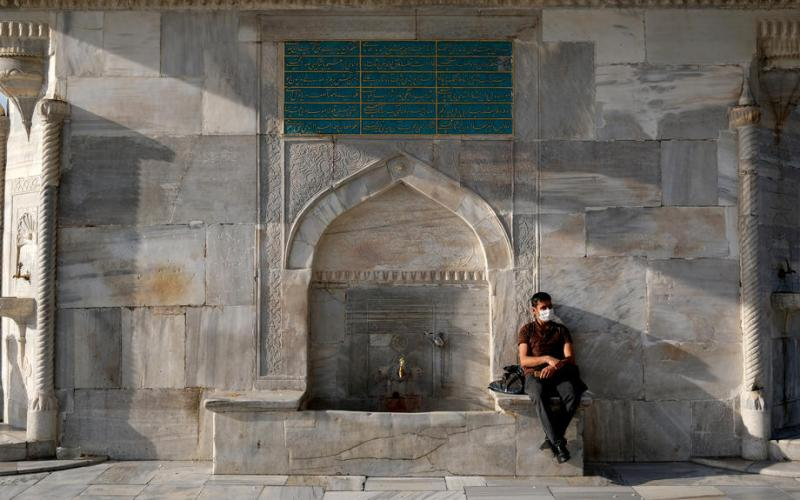Turkey to ease daytime lockdown measures from Monday but curfews to stay
