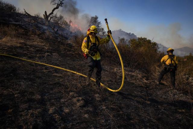 Firefighters move in on southern California blaze