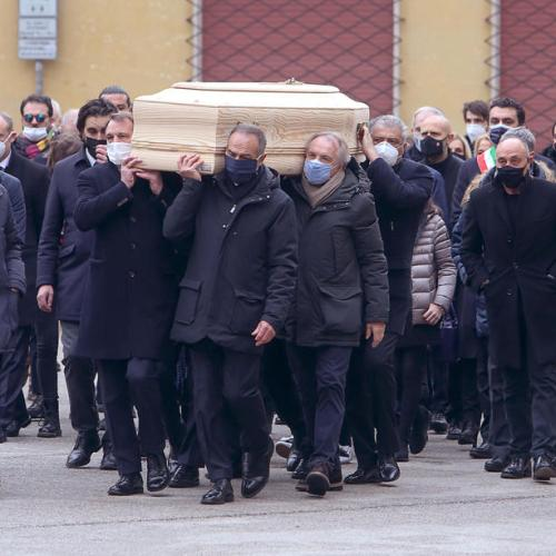 Italy'82 World Cup heroes carry their colleague in moving funeral