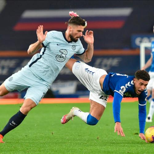 Chelsea loses at Everton as Manchester derby ends in stalemate