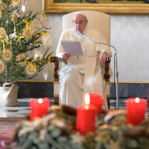 Pope issues appeal for stricken Lebanon, reiterates wish to visit country