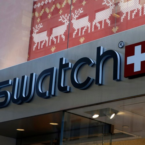 Swatch looking to brighter 2021 after sales collapse in 2020