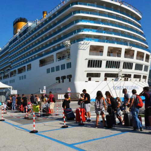 Carnival sees near $2 bln in quarterly loss as cruise cancellations weigh