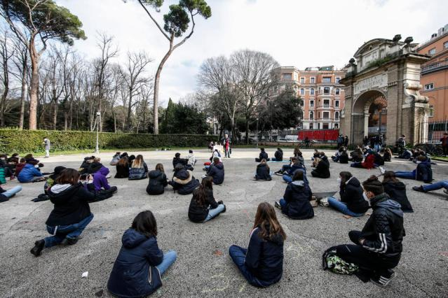 Photo Story: Students protest against distance learning and the postponement of high schools reopening in the Lazio region