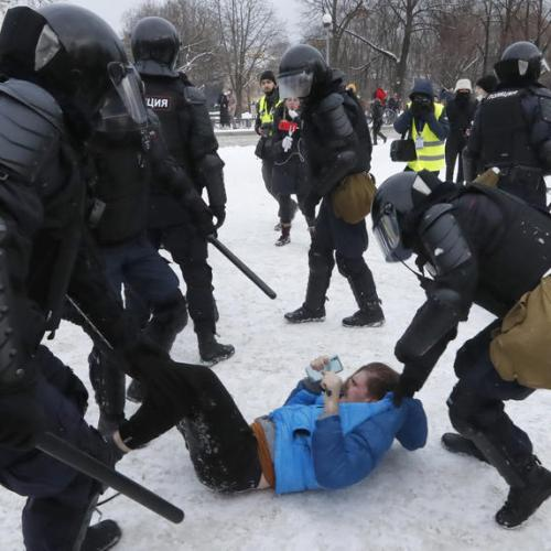 Over 200 detained as court considers Navalny jail term