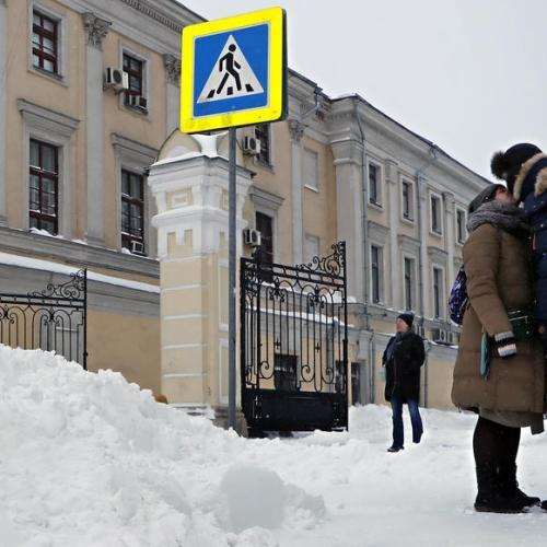 'Snow apocalypse' blankets frozen Moscow